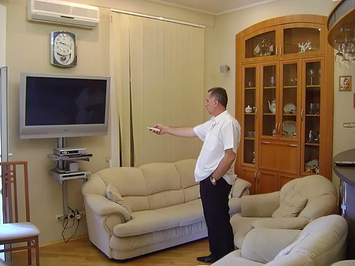 Квартира полностью меблирована и обустроена техникой, подключены телефон, интернет, спутниковое телевиденье