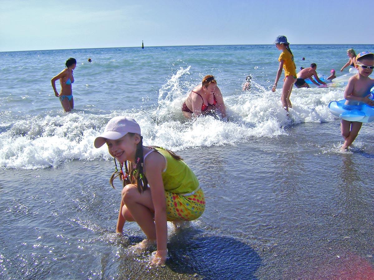 Девочка из Луганска предает привет из Ялты - июль 2009