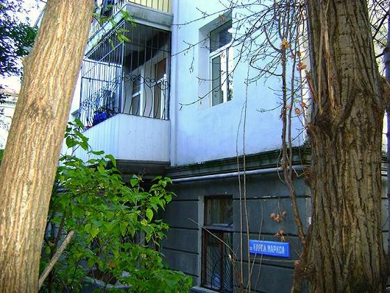 Конечно у меня субъективное мнение, но все-таки квартиры в домах, построенных в 40-50 годах прошлого века, называемые нами «Сталинки» есть что-то надежное, основательное, добротное.