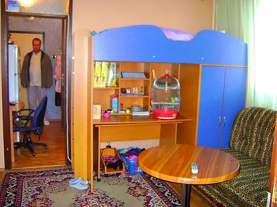 В самой квартире сделан хороший ремонт,  не очень дорогая, но со вкусом подобранная мебель