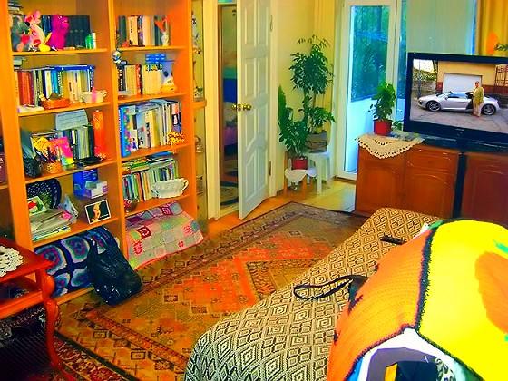 Это 2–х комнатная квартира «Сталинка» с хорошим ремонтом внутри